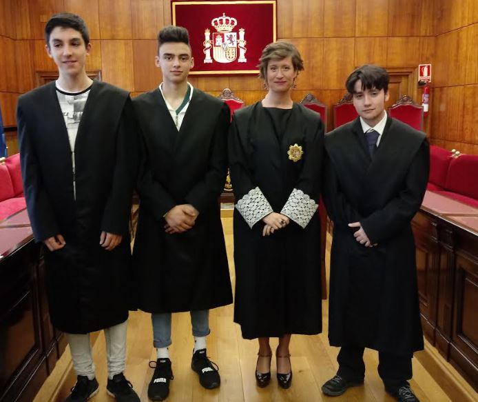 Alumnos de 4º de ESO participan en la simulación de un juicio oral en el TSJA