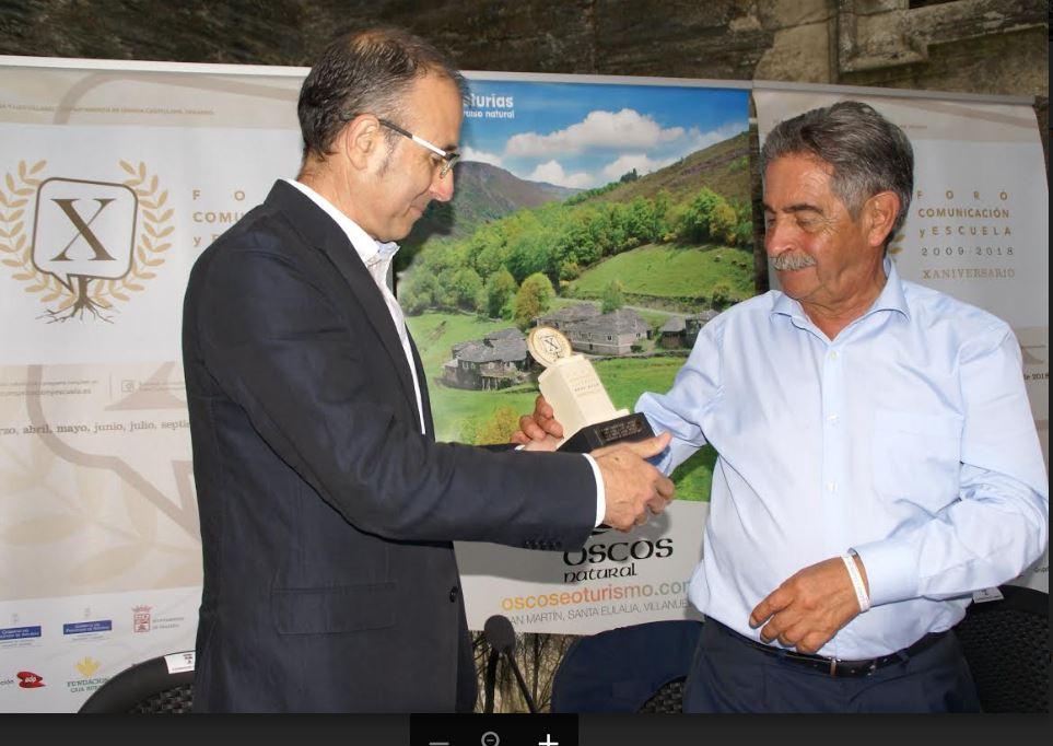 """Miguel Ángel Revilla: """"Es preciso que se mantenga la vida en los pueblos  para el desarrollo de un país"""""""