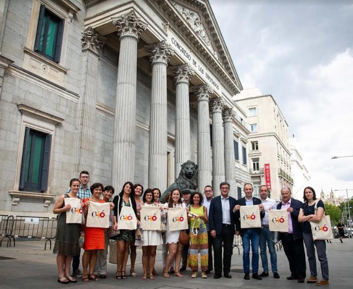 Madrid se acerca a los centros educativos del occidente de Asturias
