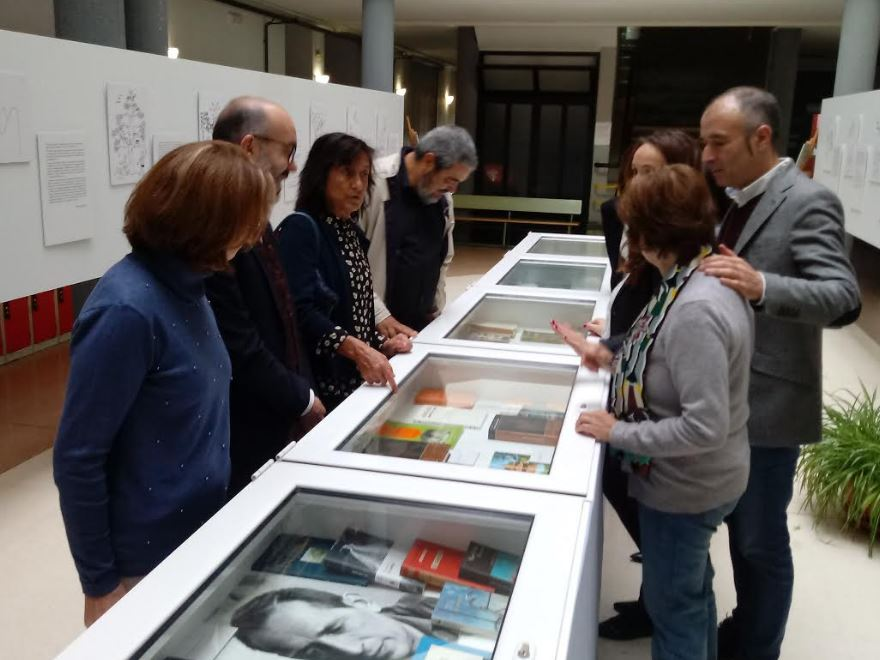 Inauguradas las exposiciones sobre Miguel Delibes en el Instituto de Vegadeo
