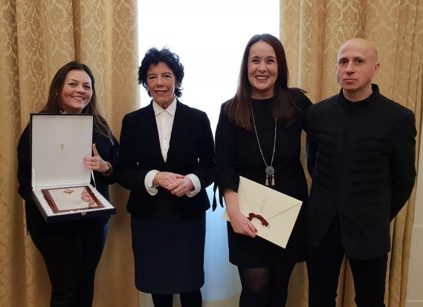 La ministra de Educación entrega la Placa de Honor de la Orden de Alfonso X El Sabio al instituto de Vegadeo