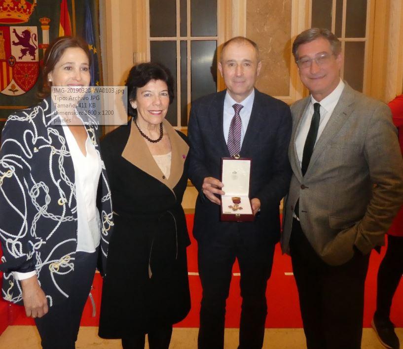 Luis Felipe Fernández, coordinador del Foro, recibe la Cruz de Alfonso X El Sabio