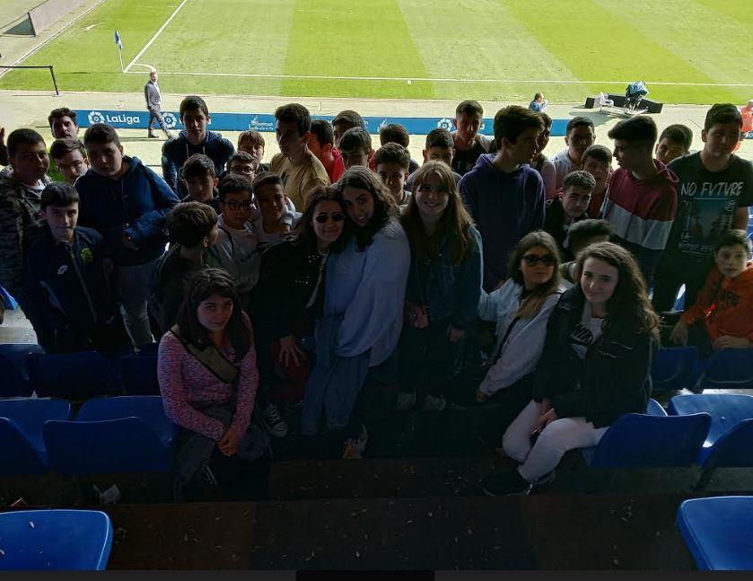 Alumnos del IES de Vegadeo en el estadio de Riazor