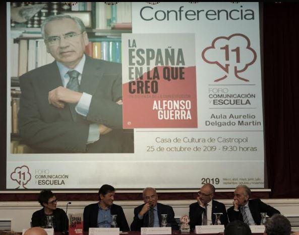 Éxito de la conferencia de Alfonso Guerra en este XI Foro Comunicación y Escuela